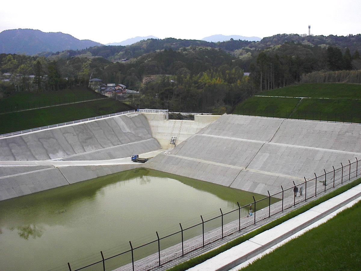 某企業(亀山市)調整池造成工事